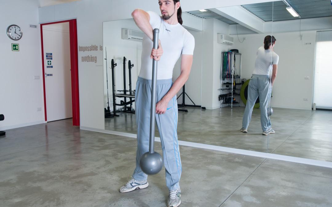 2 esercizi particolari per la parte superiore con il Macebell